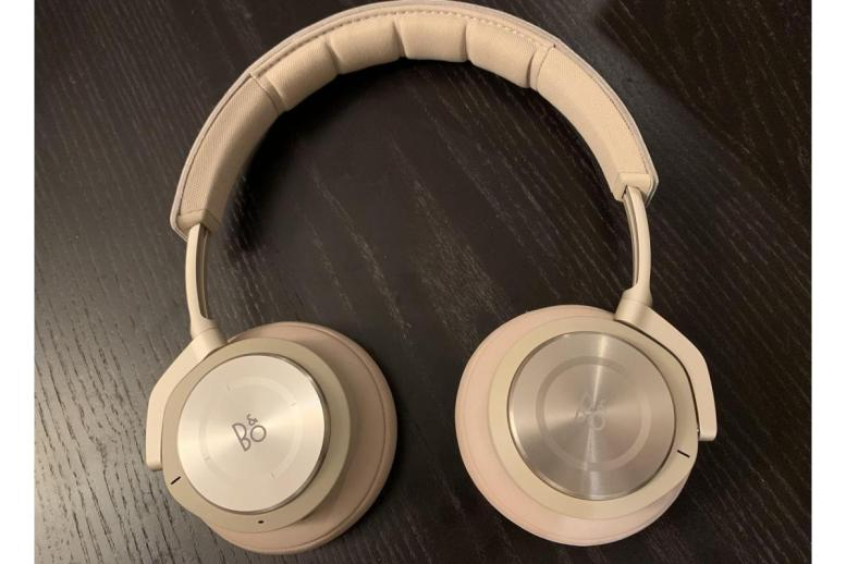 The Bang & Olufsen H9i ANC headphones in natural color.