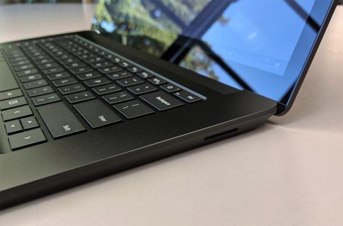 Microsoft Surface Laptop 3 right side