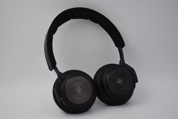 The right ear cup features a touch-sensitive navigation disc.