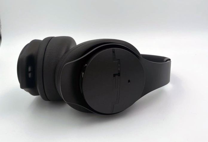 Side view of the Sol Republic headphones