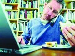 吃飯配電腦
