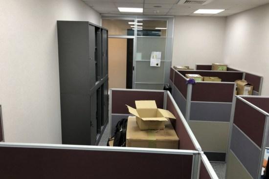 辦公屏風與鐵櫃