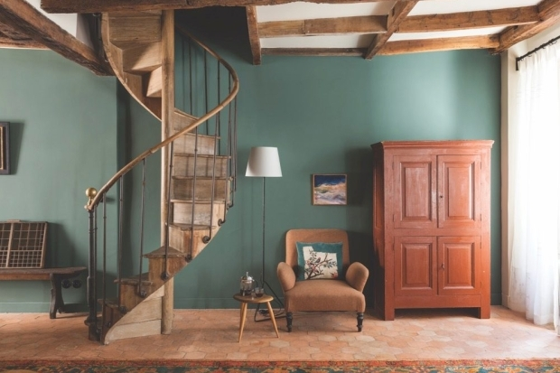 How To Buy Antiques For Small Spaces Homes And Antiques | Antique Spiral Staircase For Sale | French | Wooden | Old Fashioned | Wood Antique | Cast Iron