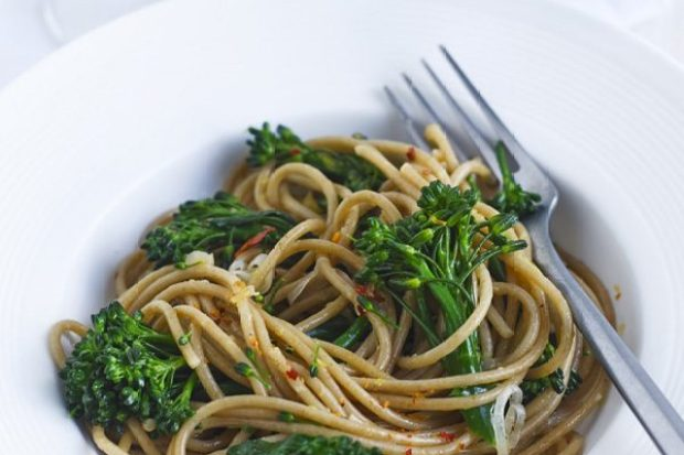 Broccoli, chilli and lemon wholewheat pasta recipe