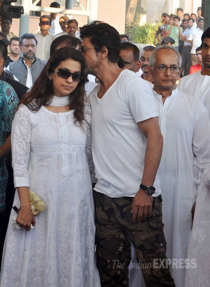 Image result for juhi shahrukh funeral