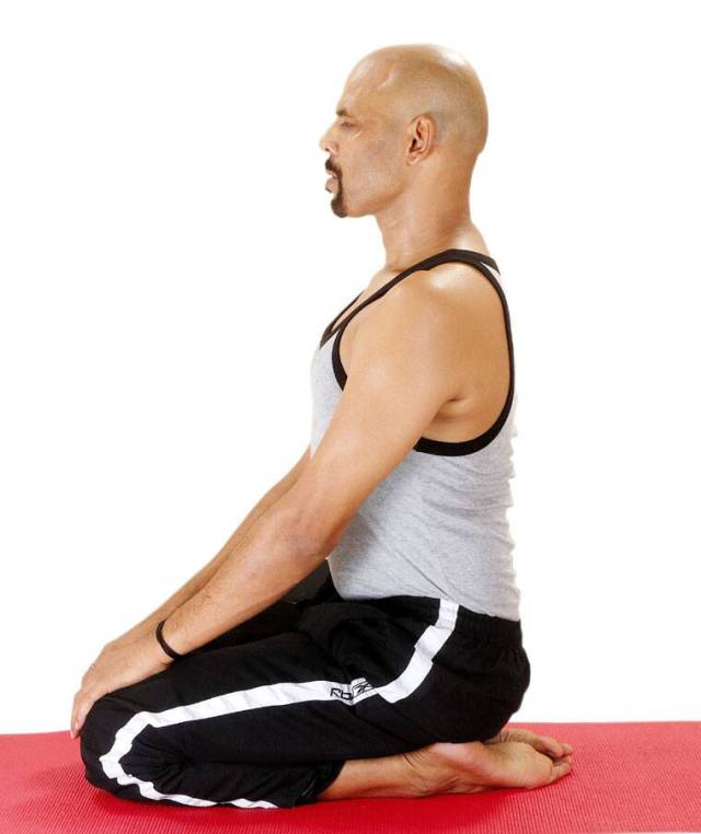 digestive disorders, constipation, how to deal with constipation using yoga, vajrasana beenfits, how to do vajrasana, indianexpress.com, indianexpress, rujuta diwekar, fitness goals, blaoting, when to do vajrasana,