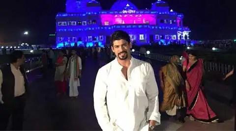 Siddharth Shukla enjoys work-cum-play in Mathura