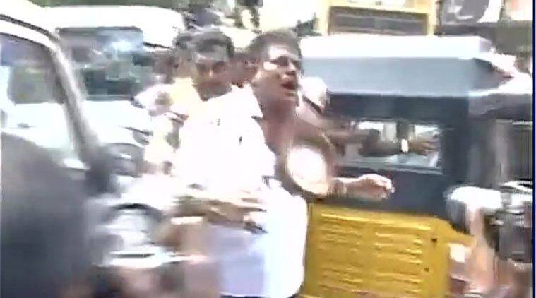 sasikala pushpa, sasikala lawyer, sasikala pushpa lawyer, AIADMK, AIADMK fight, sasikala pushpa lawyer beaten