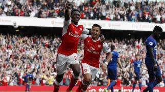 Image result for Arsenal end Manchester United's 25-match unbeaten run