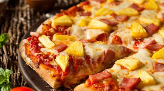 pineappple pizza, pineappple hawaiian pizza inventor dead, Sam Panopoulos, canadian pineappple pizza, Gordon Ramsay, Justin Trudeau, indian express, indian express news