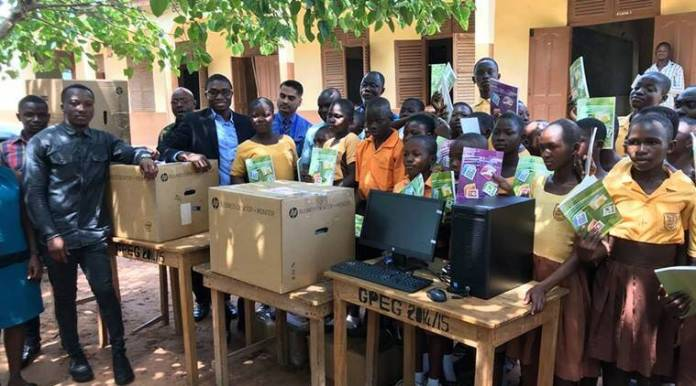 ghana, ghana teach ms word viral photo, ghana teacher draw ms word to teach student, ghana school lack of computer, ict ghana, educatio news, niit ghana, africa news, good news, viral news, indian express