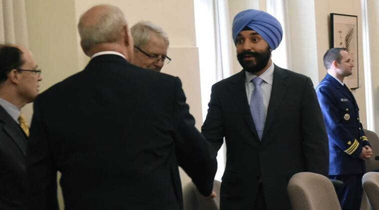 Canada Sikh minister asked to remove turban at US airport
