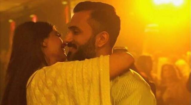 Sonam Kapoor thanks Anil Kapoor for loving her and Anand Ahuja unconditionally