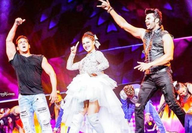jacqueline fernandez performs at Dabangg Tour Reloaded