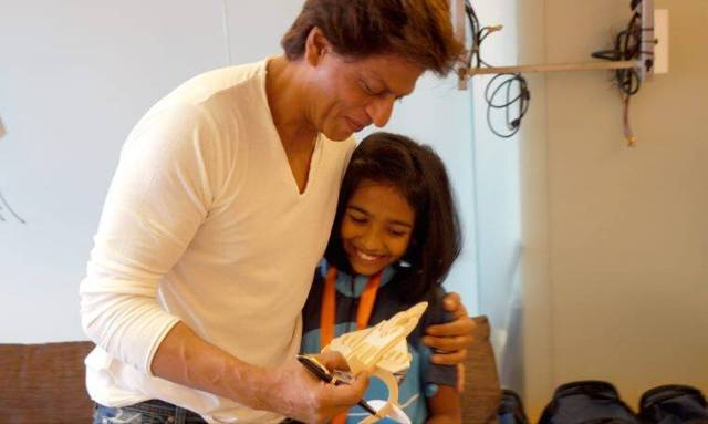 shah rukh khan with cancer survivors