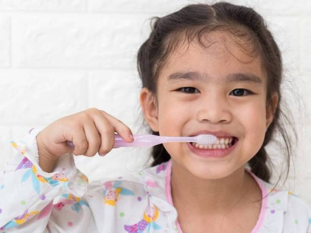 How to pick non-toxic toothpaste for your child