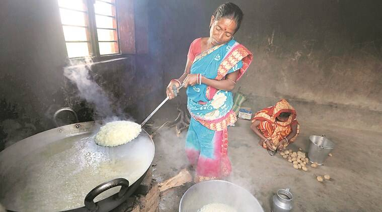 midday meals, salt and rice for midday meals, west bengal govt midday meals, school serves salt and rice for midday meals