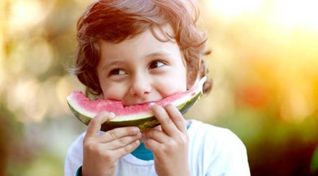child eating healthy food, kid eating fruits, eat healthy, cooking shows, healthy food research study, indian express healthy food.