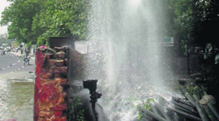 flow - Tank overflows, floods Covid  facility in Surat SMIMER hospital