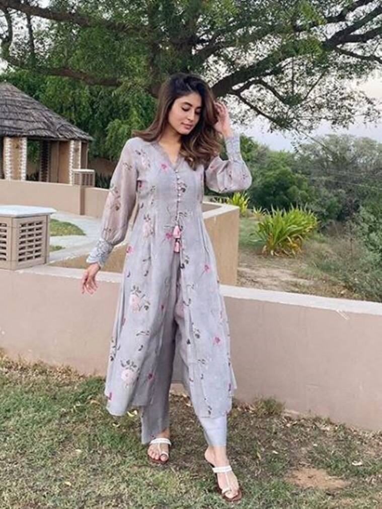1 14 We need Kritika Kamra's latest outfit in our wardrobe for Navratri Day 1; check it out here