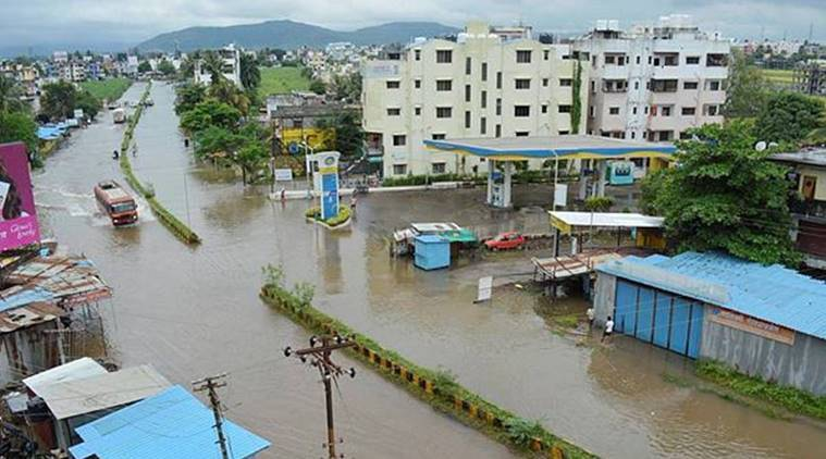 India weather, India extreme weather, India cold waves, India heat waves, 75% districts hotspot of extreme westher, IMD, Foods, drought, cyclone in India, India news, Indian express