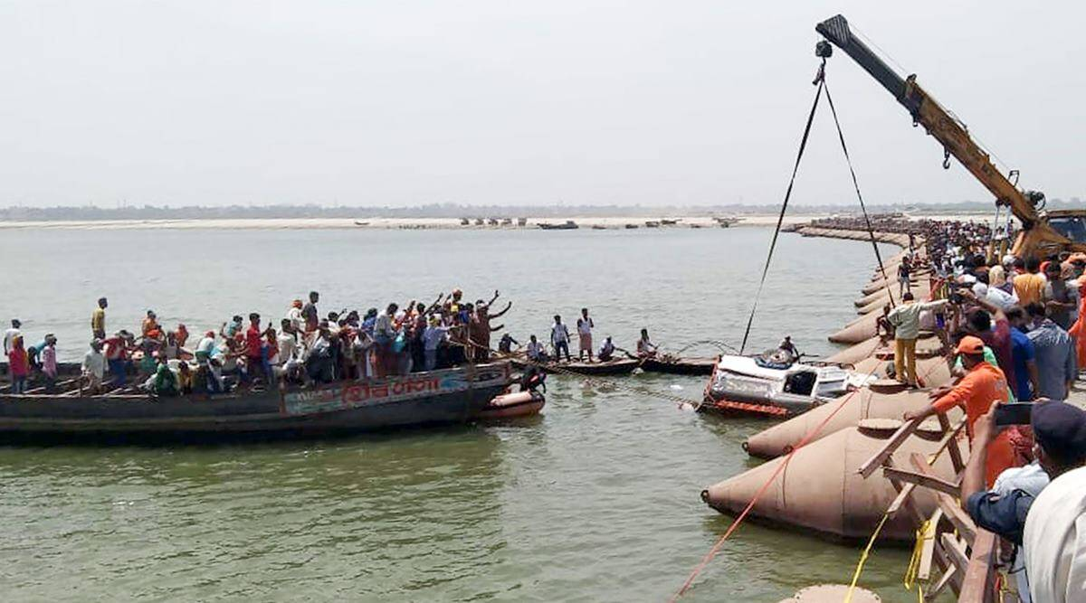 Jeep Goes Into Ganga River In Bihar