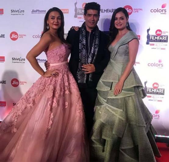 Preity & Dia at Film Fare Awards 2018