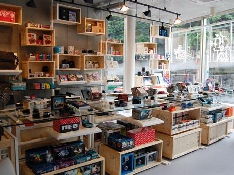 南青山にトイカメラ「ロモ」日本初旗艦店-ギャラリーも併設