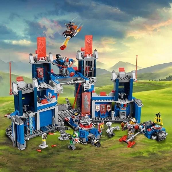 70317 Le Fortrex LEGO King Jouet Lego Planchettes
