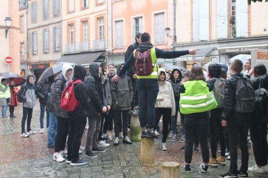 Plus d'une centaine d'élèves se sont rendus dans le centre-ville.