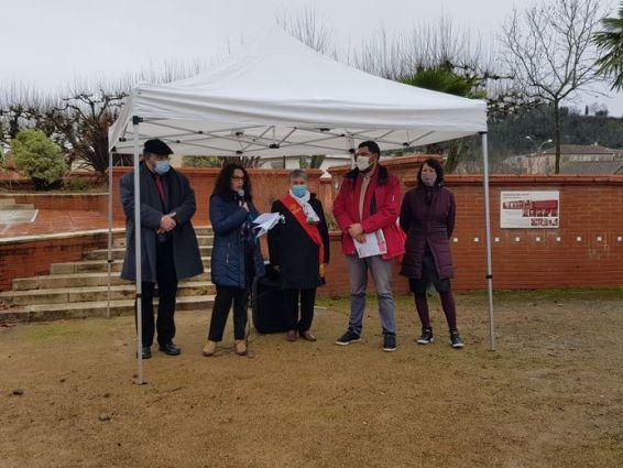 De gauche à droite: Maximilien Reynies du PCF, l'opposante municipale et ancienne candidate Estelle Hemmami, la vice-présidente régionale Marie Piquet, un représentant du PCF et Cécile Roblin, porte-parole d'EELV 82.