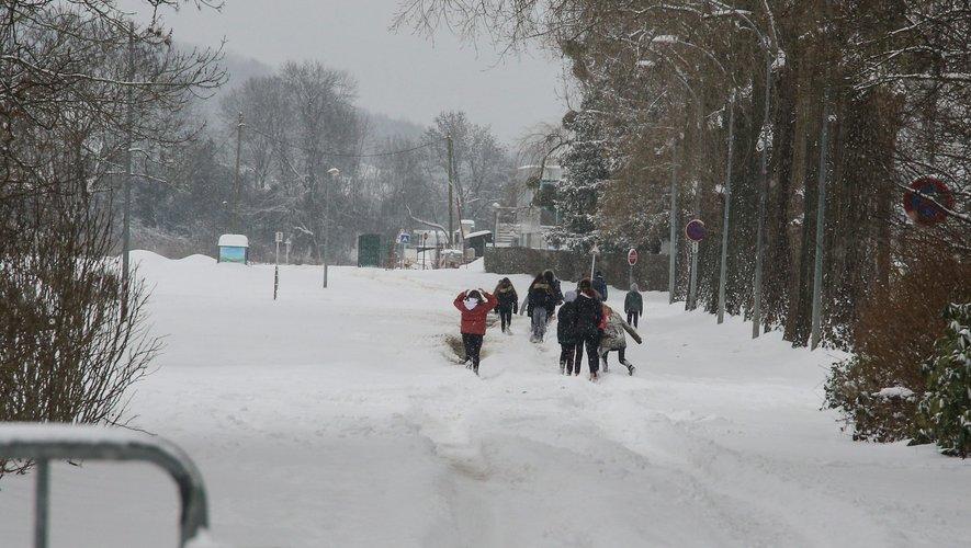 Une importante quantité de neige est tombée à Cattenom en Moselle mardi.