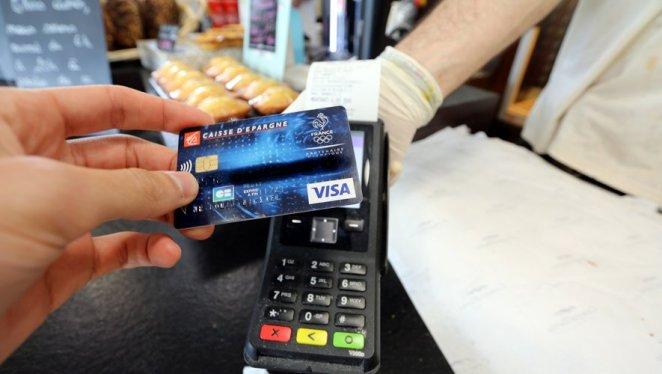 Moins d'espèces dans les poches et plus de sans contact : les paiements des Français ont changé