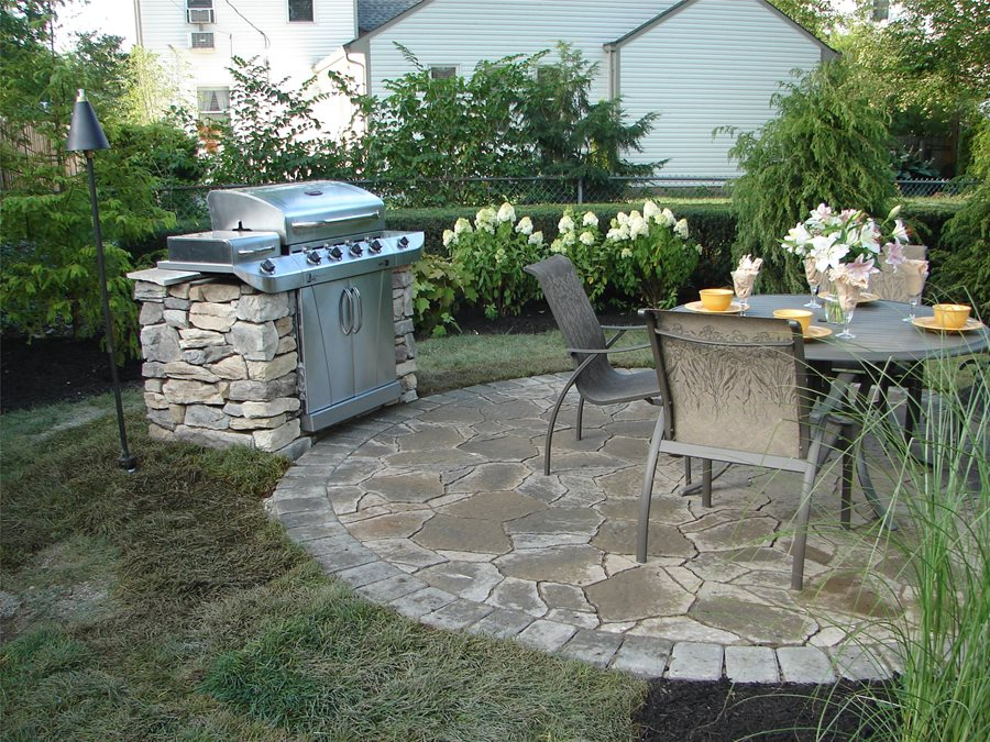 selecting a patio shape landscaping