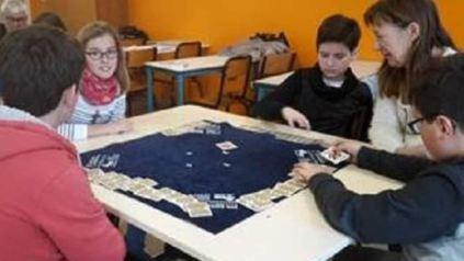 Les bénévoles du Bridge du Haut-Poitou se relaient depuis le mois d'octobre au collège Saint-Exupéry pour former les jeunes.
