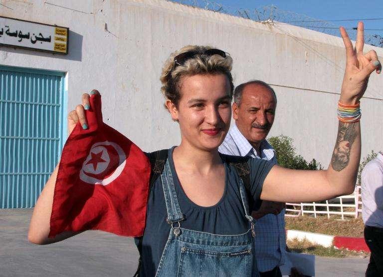La militante tunisienne Amina Sboui à sa sortie de prison, le 1er août 2013 à Sousse