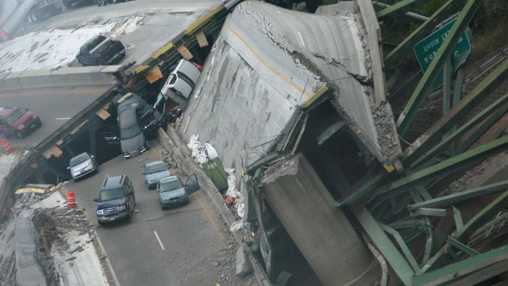 Bridge collapse color