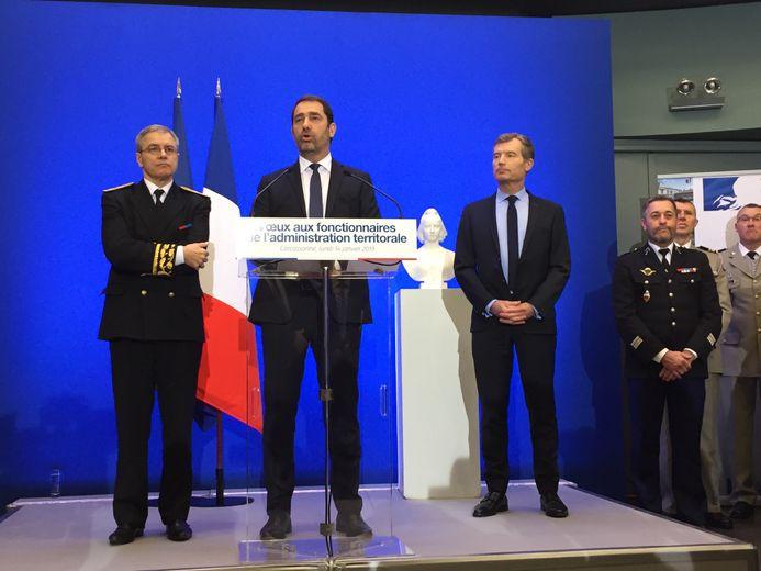 Un discours du ministre de l'Intérieur, ici aux côtés du préfet de l'Aude, avant la remise des décorations.