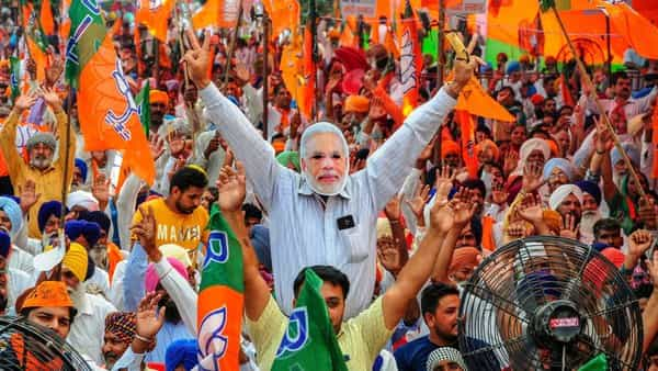 The differences in Modi's and Gandhi's poll rallies