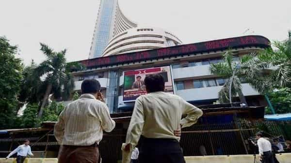 Sensex surges over 500 points to end at record high. Now, eyes 41,000