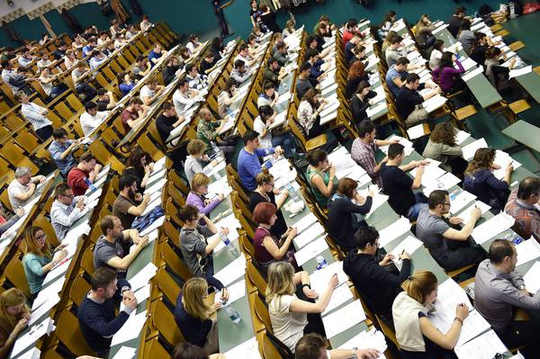 UNIVERSITA': TEST; MAGAGNE A BARI INTERVIENE DIGOS