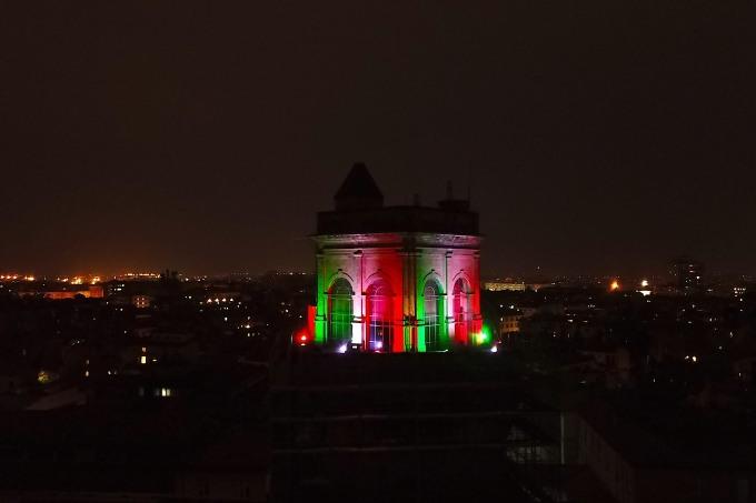 I palazzi dell'Università di Bologna si illuminano con il tricolore