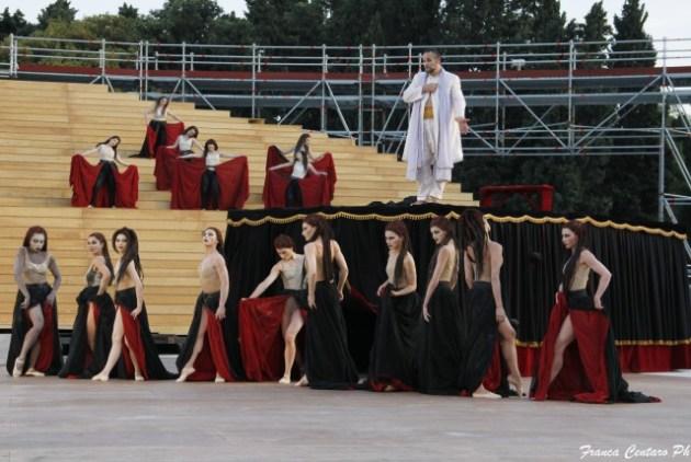 baccanti-maurizio-donadoni-e-danzatrici