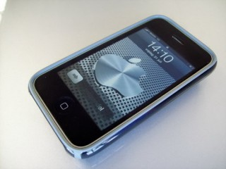 iphone-batwing-black-candyshell-02