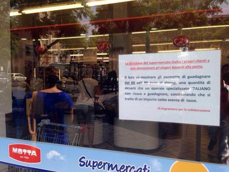 Supermercato, non date soldi a Rom guadagnano 80euro a giorno