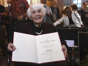 Germania-pediatra-102enne-riceve-dottorato-negato-da-nazisti-300x225