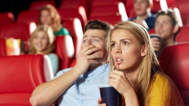 EGKNK7 friends watching horror movie in theater