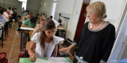Un momento degli esami di maturita' in una foto d'archivio. ANSA/LUCA ZENNARO