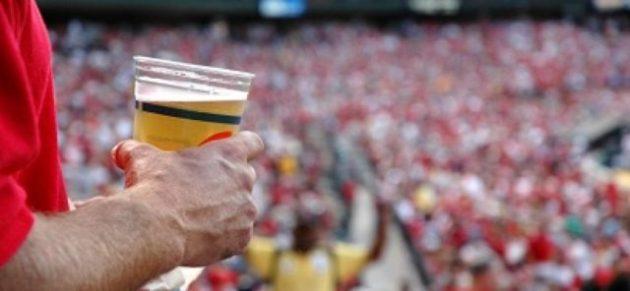 bere birra allo stadio