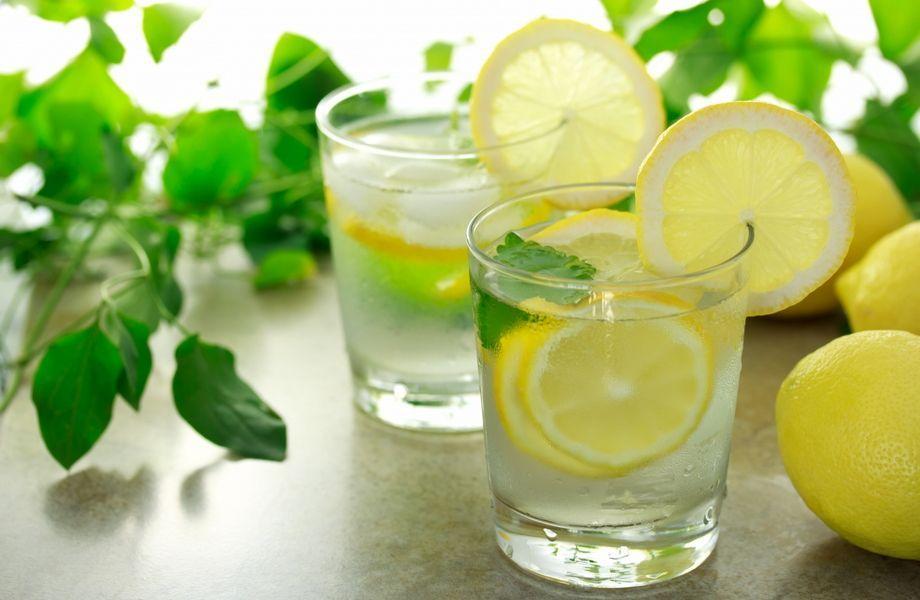 benefici dellacqua calda al limone per la perdita di peso